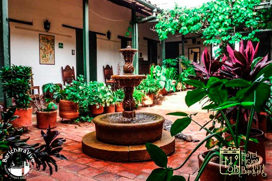 patio-principal-hotel-mision-sanra-barbara-baricharavive