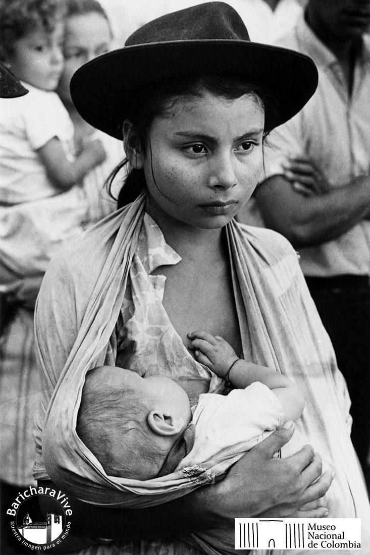 36-efrain-garcia-mama-joven-en-asaravena-arauca-1970