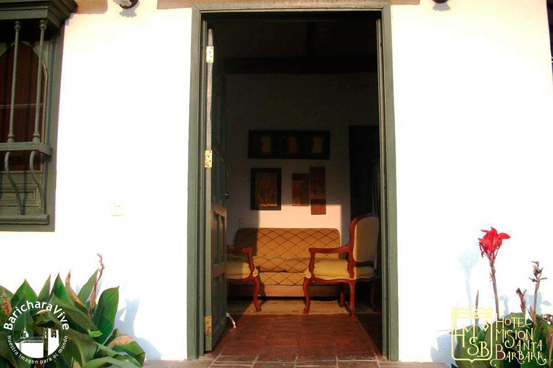 10-entrada-habitacion-suite-ejecutiva-hotel-mision-santa-barbara-baricharavive