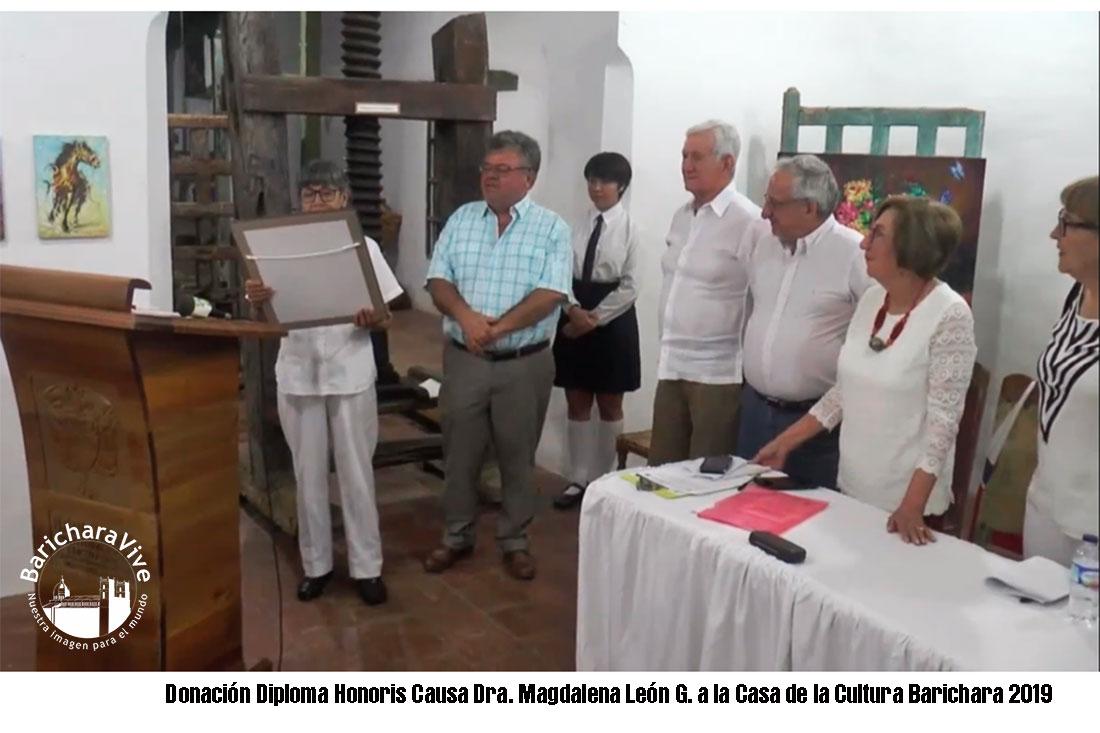 Donación Diploma Honoris Causa Dra. Magdalena León G.